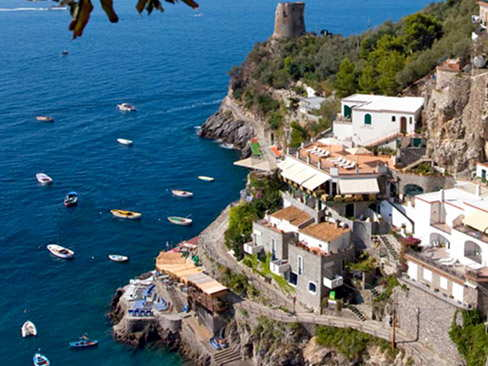 Pick up from Napoli Centrale station / Airport and transfer to Amalfi or Ravello