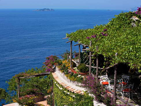 Pick up from Naples Airport / Train Station and transfer to Positano